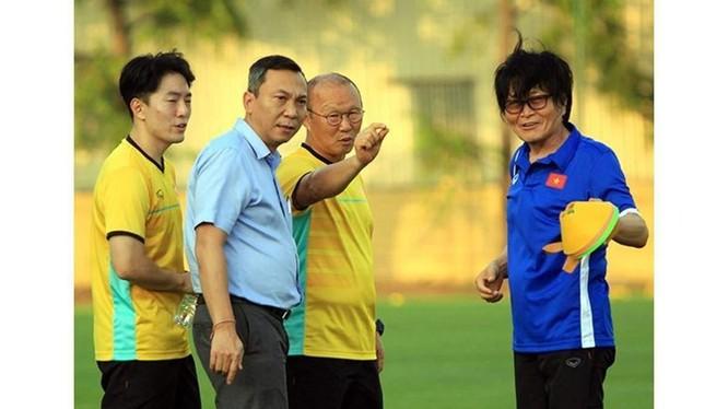 Bác sĩ Choi Ju-young bắt đầu thực hiện công tác y học thể thao từ năm 1982 tại Qatar. Ảnh VFF.
