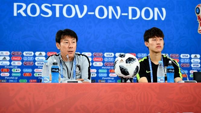 Giới truyền thông Indonesia cho rằng ngay tại Hàn Quốc thì tên tuổi và thành tích của HLV Shin Tae-yong còn lẫy lừng hơn HLV Park Hang-seo. Ảnh FIFA
