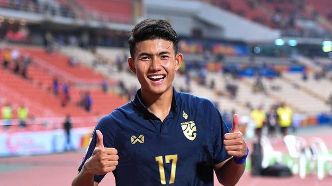 Suphanat Mueanta đã đi vào lịch sử VCK U23 châu Á với tư cách là cầu thủ trẻ nhất ghi bàn. Ảnh FAT.