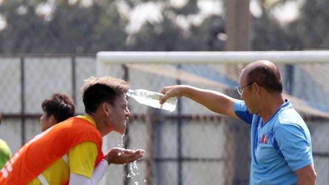 """Ông Park quyết tâm """"vá lỗi"""" để giành chiến thắng trước U23 Jordan. Ảnh AFC"""