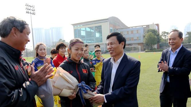 Cả ba đội nữ Đông Nam Á đều có cơ hội có vé đến Tokyo, trong đó thầy trò HLV Mai Đức Chung sẽ trực tiếp tranh cử với Myanmar. Ảnh VFF.