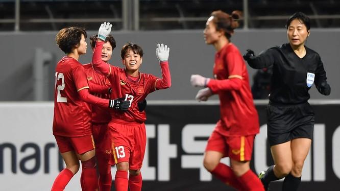 Theo đánh giá từ thầy Văn Vương, HLV phó ở đội nữ Hà Nội, Vạn Sự là nữ cầu thủ đặc biệt, là của hiếm và là sự đầu tư tốt cho ĐTQG. Ảnh VFF.