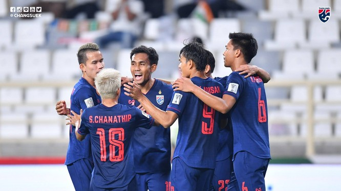 Nhiều khả năng Thái Lan sẽ vươn lên ngôi đầu bảng G sau lượt đấu ngày 26/3. Ảnh FAT