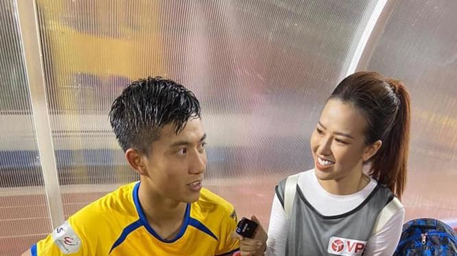 Hiệp 2 thì HLV Quang Trường mới tung Văn Đức vào sân, khi đó, lối chơi của đội bóng xứ Nghệ mới khởi sắc hơn chút.. Ảnh SLFC.
