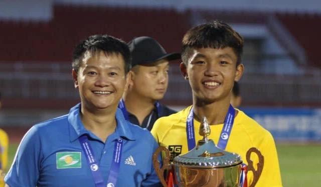 Vô địch U15 quốc gia 2018 là quả ngọt đầu mùa của ông thầy Văn Quyến. Ảnh FBNV