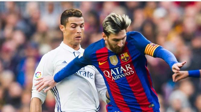 Bị thiệt hại lớn như thế nhưng các ngôi sao Cristiano Ronaldo và L.Messi vẫn đi đầu trong việc quyên góp kinh phí để chống dịch Covid-19. Ảnh CNN.