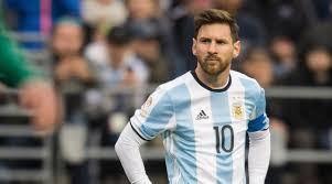 11 năm Leo Messi gắn bó với chiếc áo số 10. Ảnh CNN.