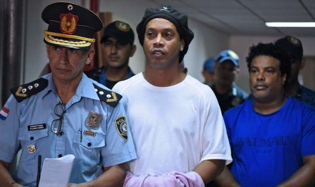Lionel Messi đã nộp 1,6 triệu USD giải cứu người đàn anh Ronaldinho khỏi nhà tù tại Paraguay (ảnh CNN).
