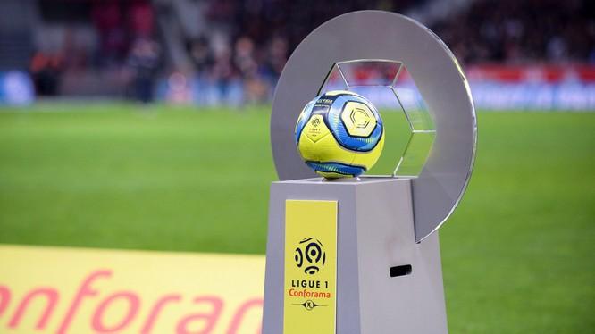 Chính phủ Pháp tuyên bố cấm mọi hoạt động thể thao trở lại trước tháng Chín, bất kể là thi đấu với sân trống hay không. Ảnh AP.