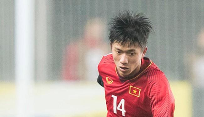 Phan Văn Đức chỉ gặp chấn thương nhẹ khi xước mu bàn chân trong trận đấu tập với U19 SLNA. Ảnh FBNV