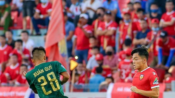 Các cầu thủ Hồng Lĩnh Hà Tĩnh đã dạn dày kinh nghiệm trận mạc hơn. Ảnh VPF