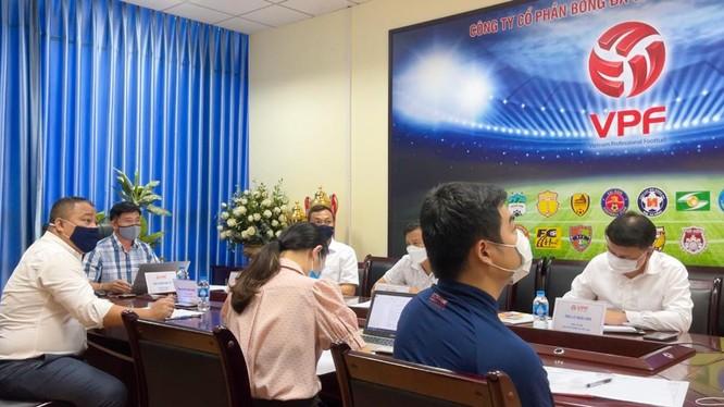 Chiều 24/8, VPF lại phải tổ chức một cuộc họp trực tuyến với 27 CLB gồm cả V.League lẫn hạng Nhất. Ảnh VPF.