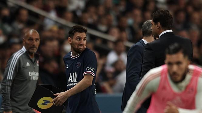 Messi không vui vẻ khi bị thay ra. Ảnh Getty.