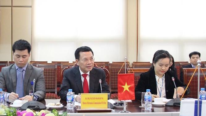 Quyền Bộ trưởng Bộ TT&TT Nguyễn Mạnh Hùng phát biểu tại buổi tiếp