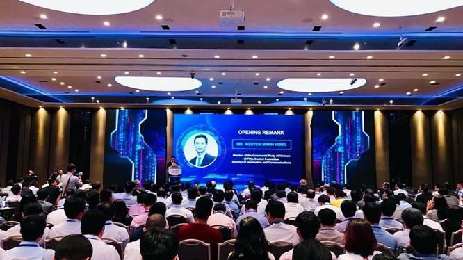 Bộ trưởng Nguyễn Mạnh Hùng phát biểu tại Hội thảo