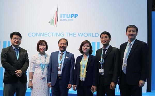 Đoàn Việt Nam tham dự Hội nghị ( Ông Đoàn Quang Hoan đứng thứ 3 từ trái sang phải)