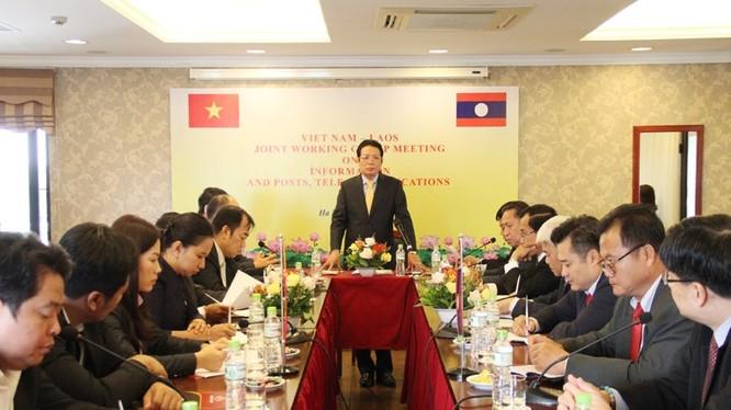 Thứ trưởng Bộ TT&TT Hoàng Vĩnh Bảo phát biểu tại cuộc họp