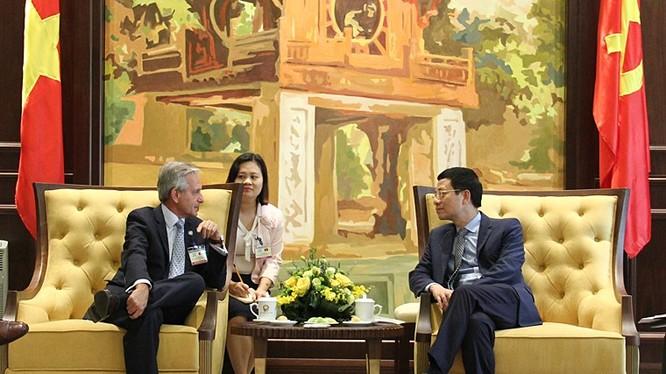 Bộ trưởng Nguyễn Mạnh Hùng tiếp ông Andres Ibarra, Quốc vụ khanh phụ trách hiện đại hóa của Argentina.