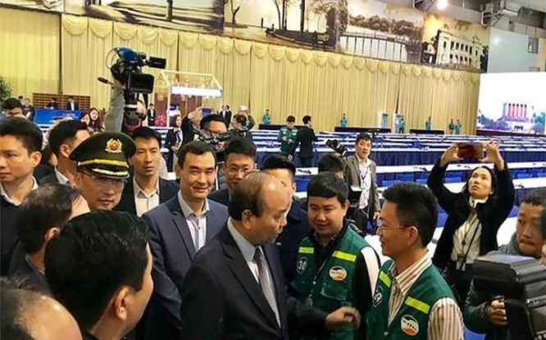 Thủ tướng Nguyễn Xuân Phúc trực tiếp đến thị sát Trung tâm báo chí.