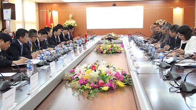 Bộ trưởng Bộ TT&TT Việt Nam Nguyễn Mạnh Hùng tiếp Bộ trưởng Bộ Truyền thông Cuba