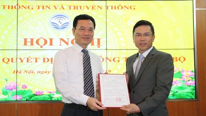 Bộ trưởng Nguyễn Mạnh Hùng trao Quyết định bổ nhiệm ông Phạm Anh Tuấn