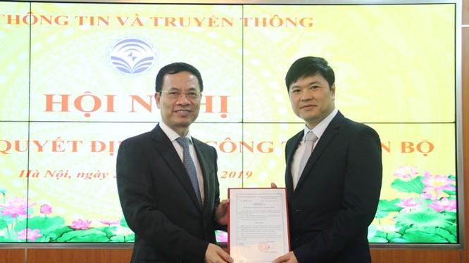 Bộ trưởng Nguyễn Mạnh Hùng trao Quyết định bổ nhiệm cho ông Hoàng Minh Cường