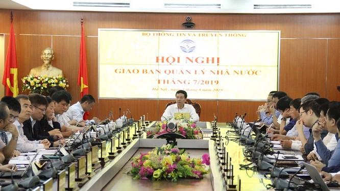 Bộ trưởng Bộ TT&TT Nguyễn Mạnh Hùng phát biểu tại Hội nghị giao ban