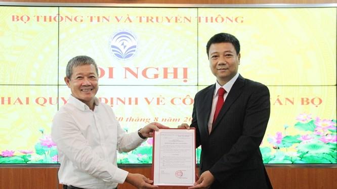 Thứ trưởng Nguyễn Thành Hưng trao Quyết định bổ nhiệm cho ông Đỗ Công Anh