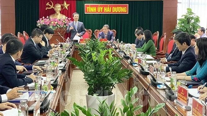 Bộ trưởng Bộ TT&TT Nguyễn Mạnh Hùng phát biểu tại buổi làm việc