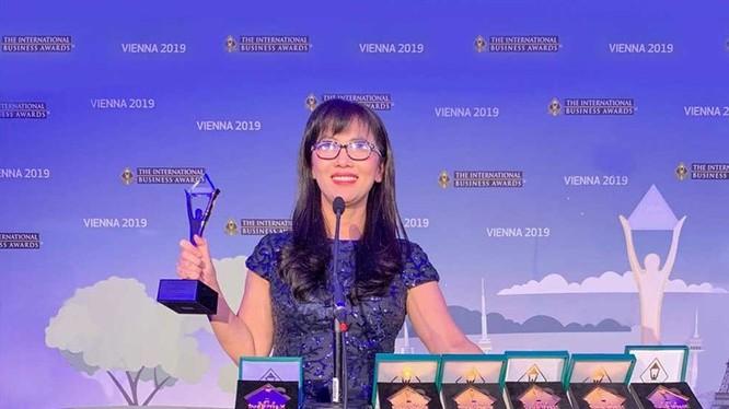 Đại diện VNPT nhận 7 giải thưởng quốc tế