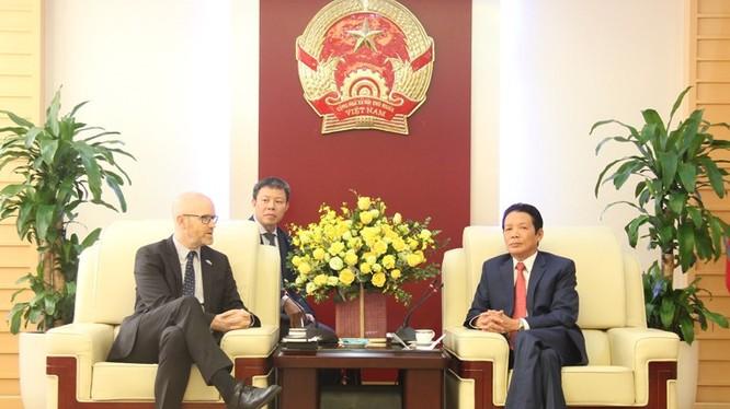 Thứ trưởng Hoàng Vĩnh Bảo tiếp đại diện Facebook