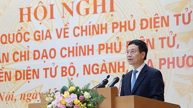 Bộ trưởng Bộ TT&TT Nguyễn Mạnh Hùng báo cáo tại Hội nghị