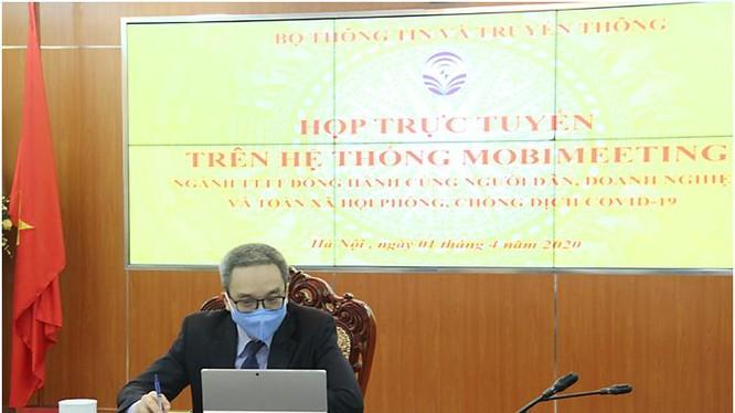 Thứ trưởng Bộ TT&TT Phan Tâm chủ trì cuộc họp trực tuyến
