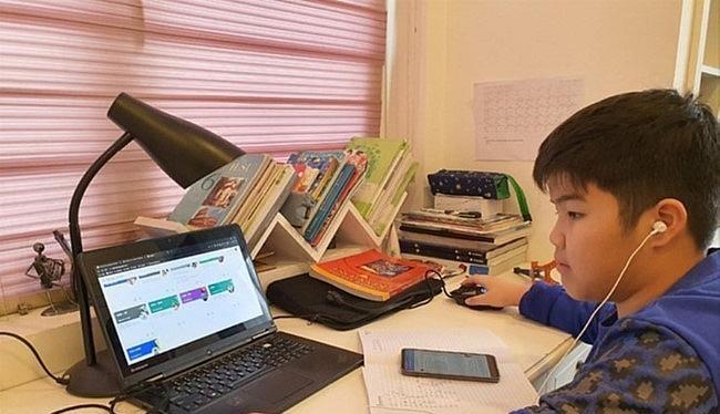Học trực tuyến là lựa chọn trong thời buổi dịch Covid-19 bùng phát