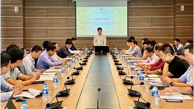 Cục trưởng Cục ATTT Nguyễn Thành Phúc phát biểu tại Phiên họp. Ảnh MIC
