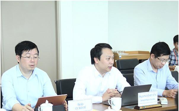 Thứ trưởng Nguyễn Huy Dũng phát biểu tại buổi làm việc. Ảnh Mic.