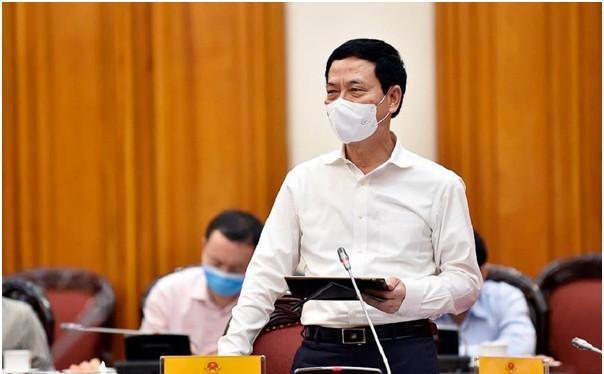 Bộ trưởng Nguyễn Mạnh Hùng nói về phòng chống Covid-19 trong bối cảnh mới. (ảnh: Bộ TT&TT)