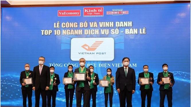 Ban tổ chức trao giải cho tốp 10
