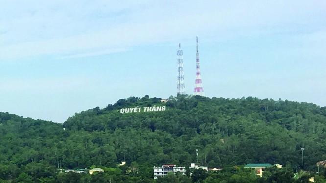 Hai chữ Quyết Thắng được tạc vào sườn núi Cánh Tiên những ngày chiến đấu ác liệt ( những năm 60 thế kỷ 20) đứng xa cả chục km vẫn nhìn thấy rõ