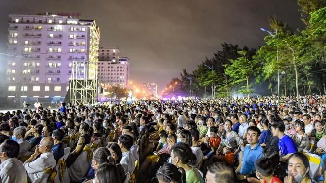 Cả vạn người về Sầm Sơn dự lễ khai mạc