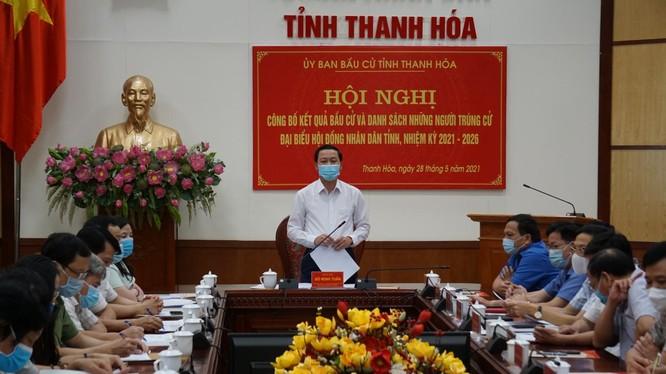 Phó Bí thư Tỉnh ủy, Chủ tịch UBND tỉnh, Chủ tịch Ủy ban Bầu cử tỉnh Thanh Hóa phát biểu tại hội nghị