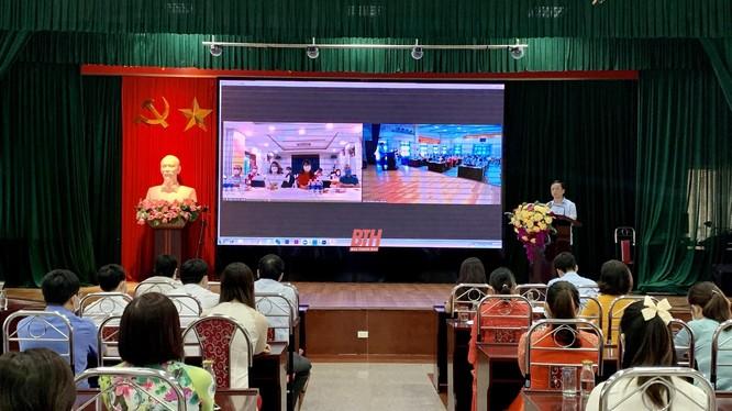 Thầy thuốc nhân dân Lê Văn Sĩ, Bí thư Đảng ủy, Giám đốc Bệnh viện Đa khoa tỉnh Thanh Hóa phát biểu tại buổi lễ