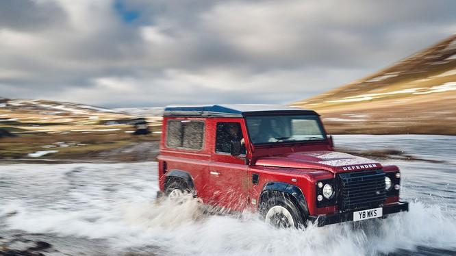 Defender Works V8 là phiên bản Defender nhanh nhất và mạnh nhất mà Land Rover từng thiết kế (Ảnh: JLR)