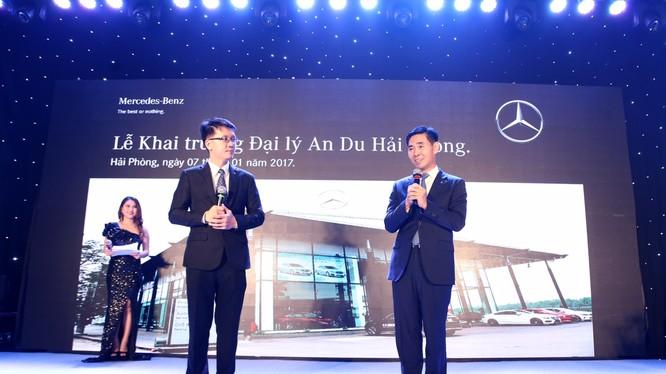 Ông Choi Duk Jun (phải) trong một sự kiện