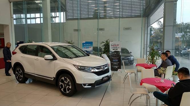 Mẫu Honda CR-V mới dù bị đẩy giá thêm 150 triệu nhưng khách hàng muốn mua vẫn phải thêm tiền để lắp phụ kiện