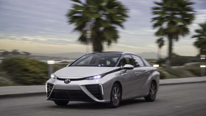 Toyota Mirai - mẫu xe Fuel Cell thương mại đầu tiên được phát triển hướng tới một phương tiện không phát thải