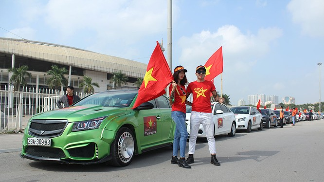 Những thành viên của Cruze Club luôn sẵn sàng đồng hành và cổ vũ cho đội U23 Việt Nam (Ảnh: Chevrolet)
