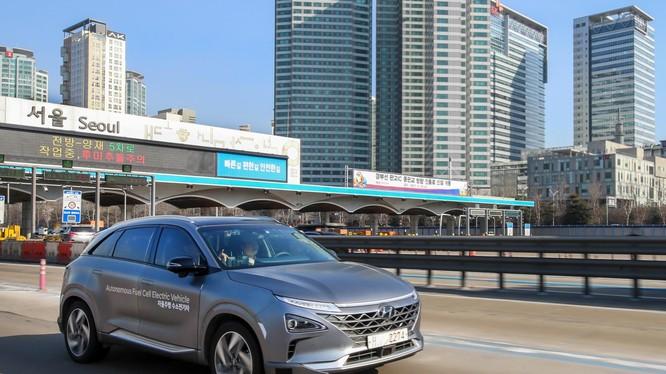 Hyundai NEXO là mẫu xe điện chạy pin nhiên liệu đầu tiên đạt cấp độ tự hành 4 (Ảnh: Hyundai Motor)
