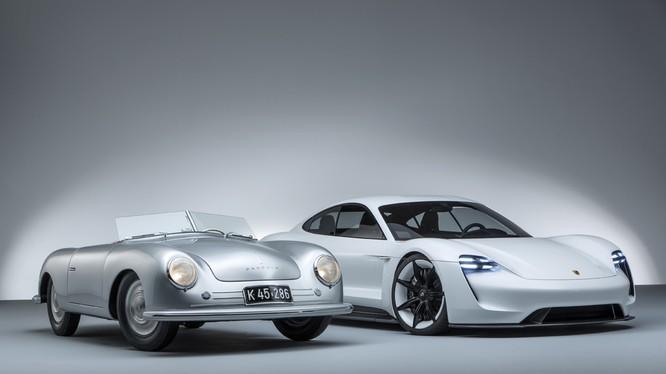"""""""Chúng tôi chỉ đơn giản là thiết kế nên mẫu xe mà chúng tôi cho là đúng."""" Ferry Porsche (Ảnh: Porsche AG)"""