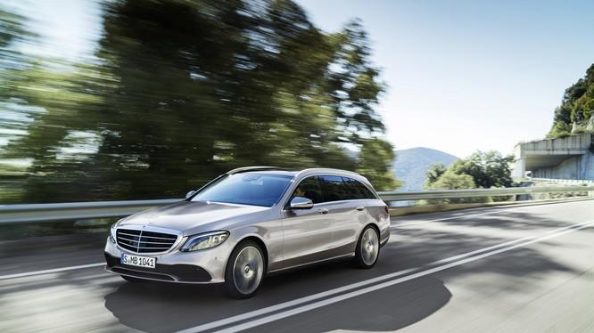 nhiều tính năng của mẫu xe đầu bảng S-Class đã được đưa xuống và trang bị cho C-Class 2019 (Ảnh: Daimler AG)